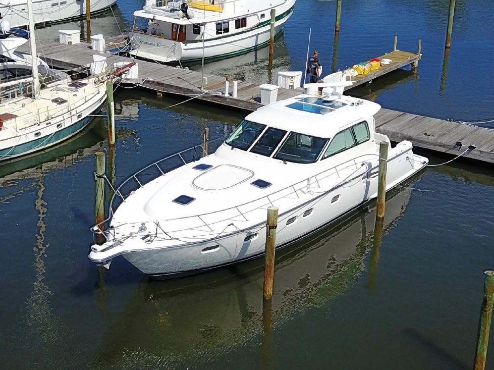 2003 Tiara 52 Sovran - Overall view