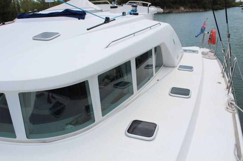 Lagoon 440 Side Decks w/vertical windows