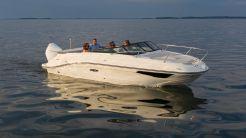 2021 Sea Ray Sun Sport 230 Outboard