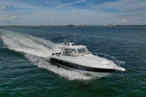2013 Intrepid 390 Sport Yacht - Running