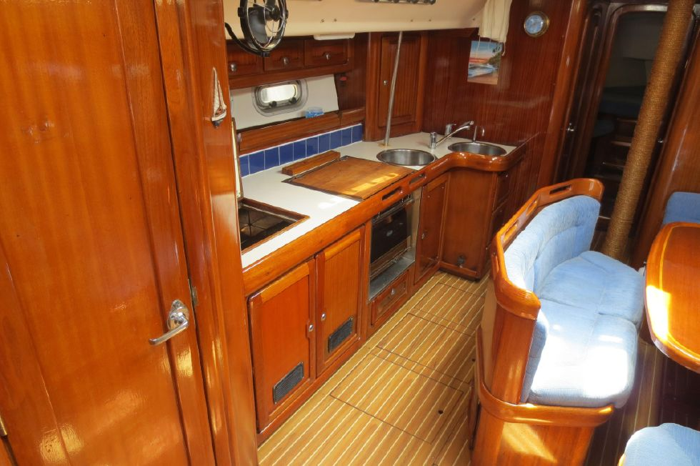 1994 Bavaria 44 - Galley