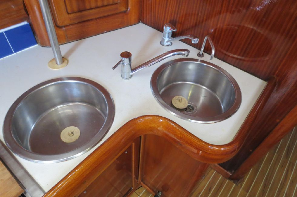 1994 Bavaria 44 - Double Sinks