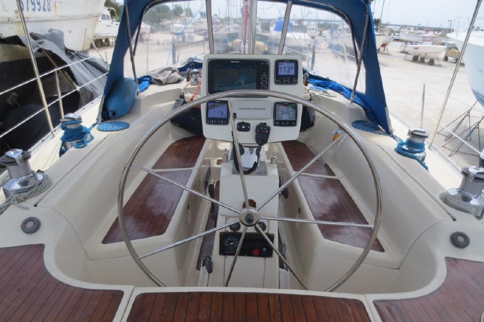 1994 Bavaria 44 - Cockpit Overview