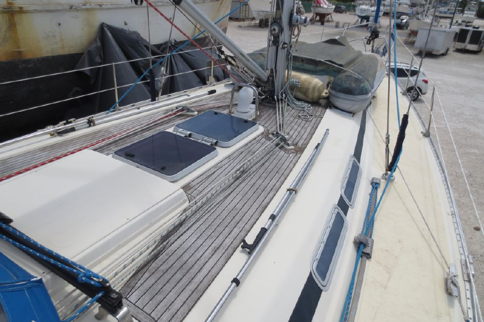 1994 Bavaria 44 - Mid Ship Deck
