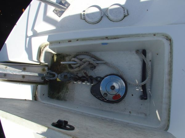 1997 Carver 405 - Electric windlass