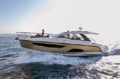 2020 Sealine S330 V