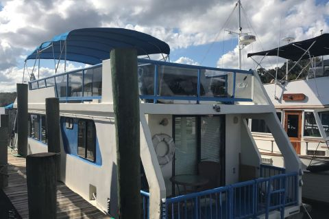 1988 Three Buoys Renovated Sunseeker Houseboat