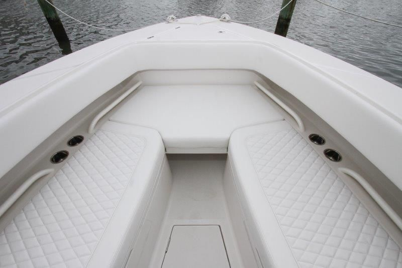 2019 Jupiter 30 HFS - Forward Seating