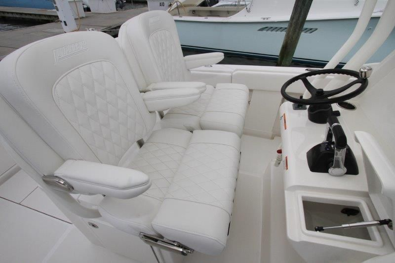2019 Jupiter 30 HFS - Console / Helm Seats