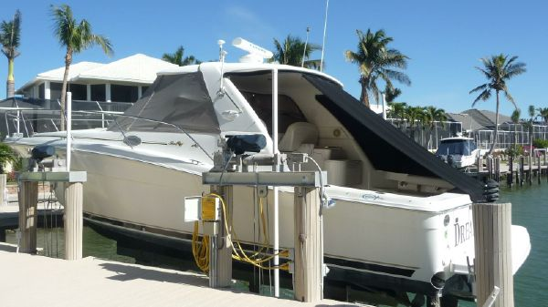 Sea Ray 37 EC Exterior