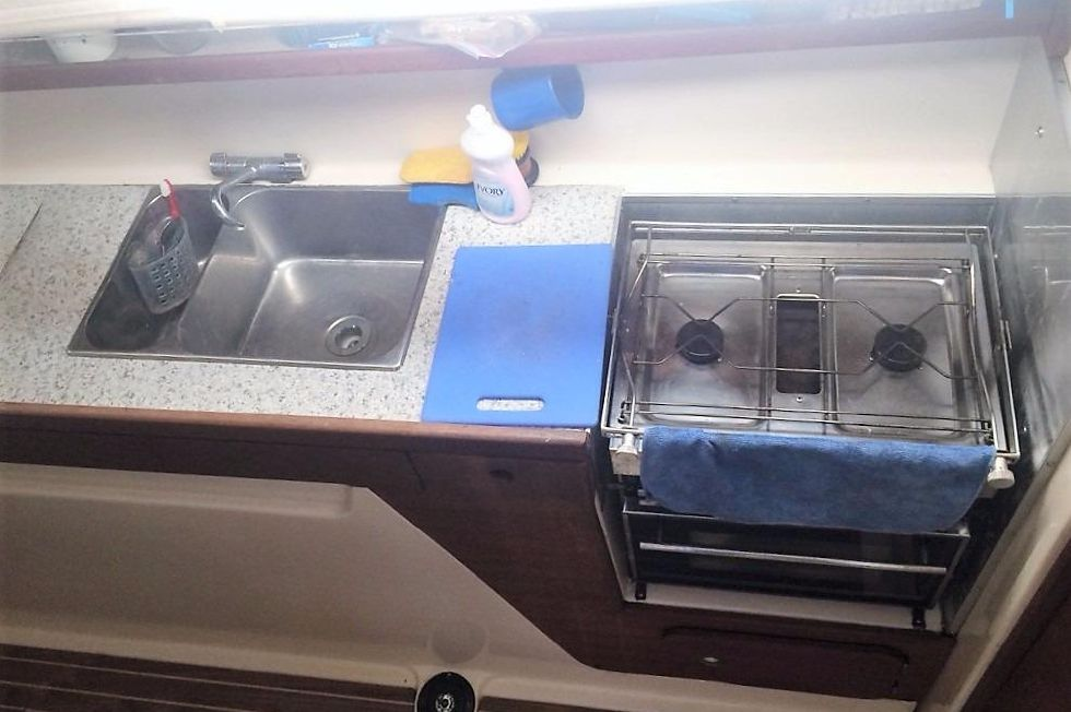 '03 Gemini 105MC galley sinks and stove