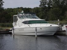 2001 Cruisers Yachts 4450 Express Motoryacht