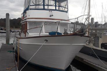 1985 Marine Trader 38