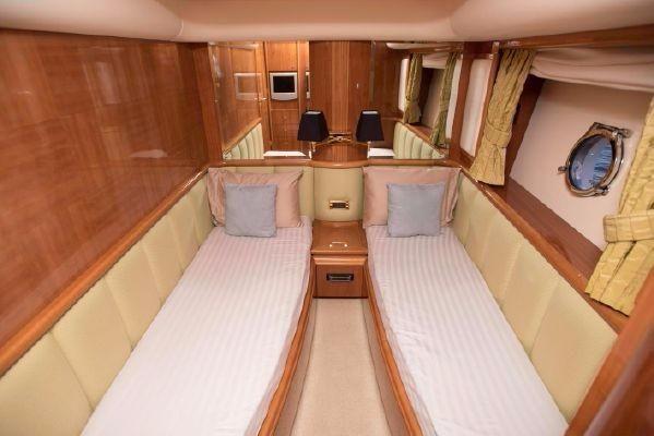 2006 Azimut BoatsalesListing Broker