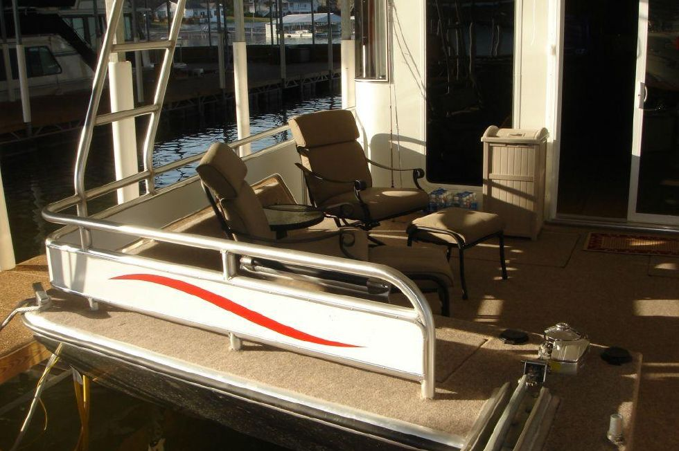 2006 Fantasy 100 Wide Body - Fantasy 100 Forward Deck Seating to Port