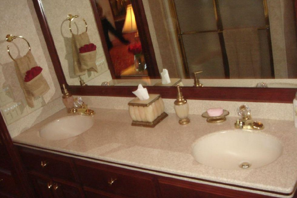 2006 Fantasy 100 Wide Body - Fantasy 100 Master Head / Dual Sink Vanity