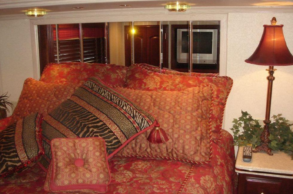 2006 Fantasy 100 Wide Body - Fantasy 100 VIP Stateroom Queen Bed