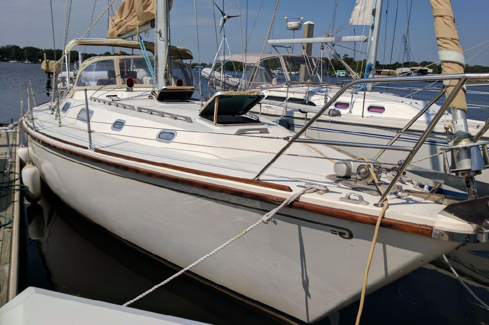 1984 Westerly Sealord 39 - Starboard Side