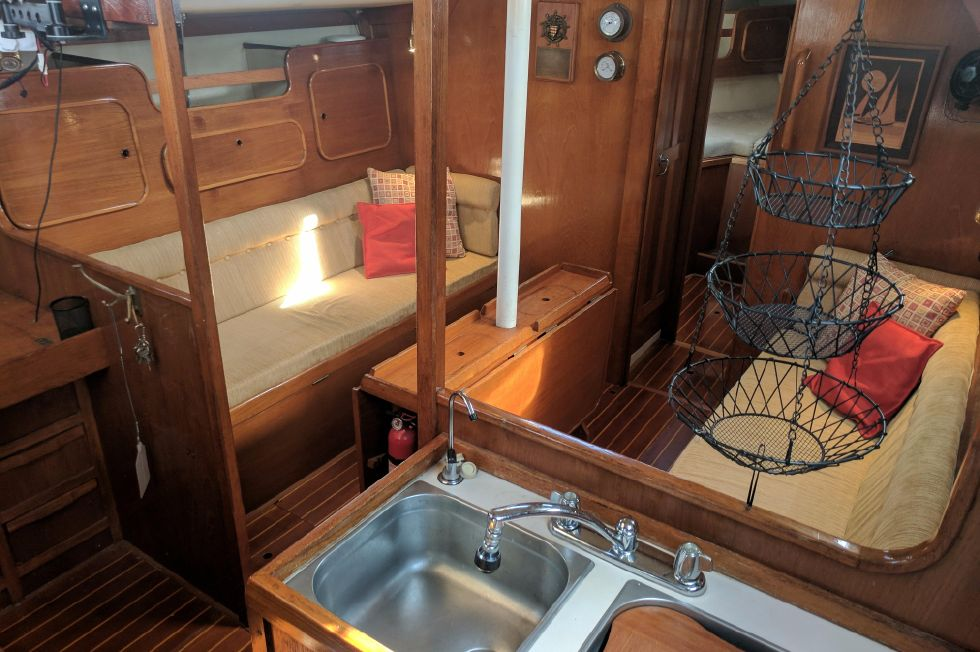 1984 Westerly Sealord 39 - Salon
