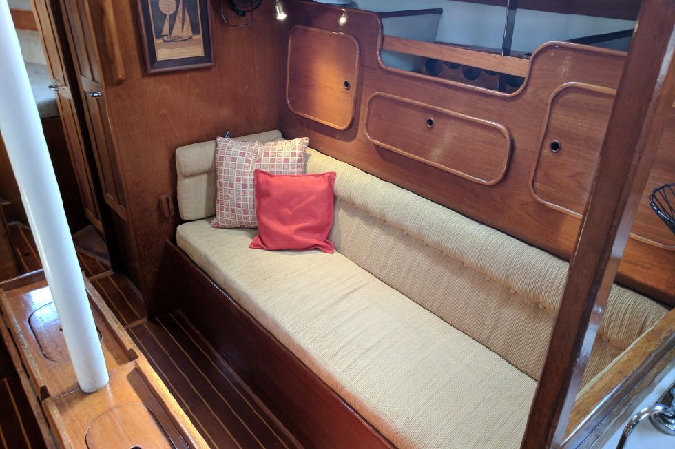 1984 Westerly Sealord 39 - Starboard Settee