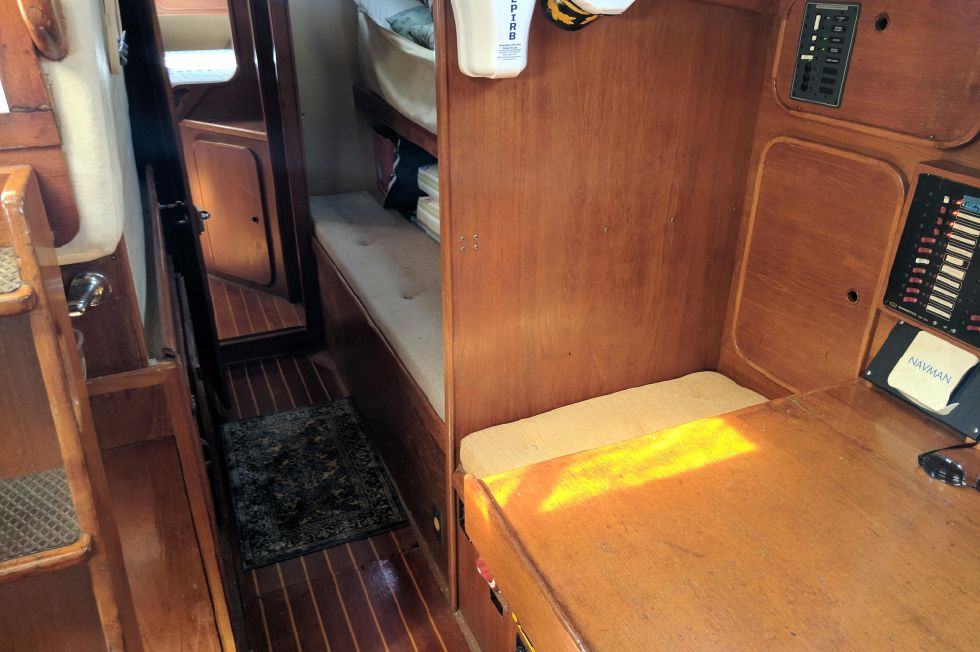 1984 Westerly Sealord 39 - Passageway
