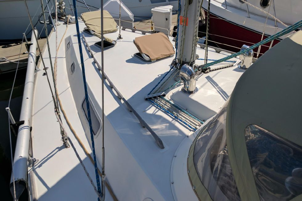 1984 Westerly Sealord 39 - Foredeck