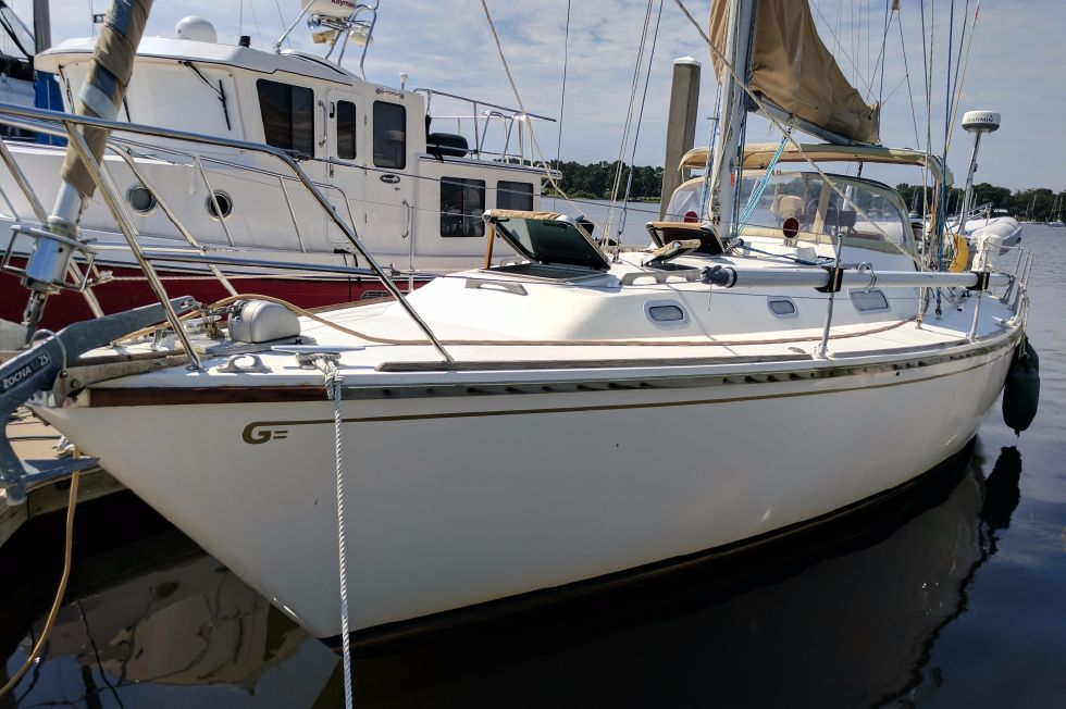 1984 Westerly Sealord 39 - Port Bow