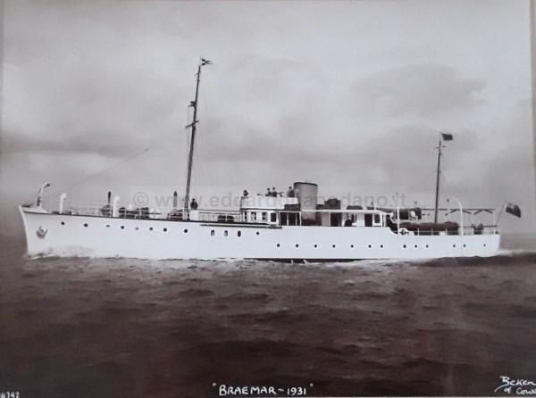 1931 classic displacement motor yacht