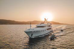 2005 Trinity Yachts Tri Deck Yacht