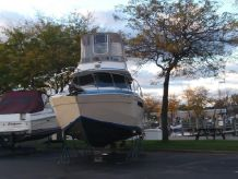 1983 Chris-Craft 333 Commander
