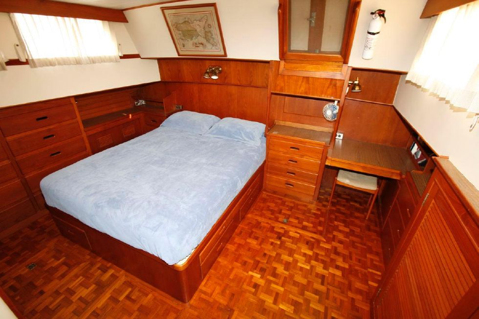 1980 Grand Banks 49 Classic - Master Stateroom Aft