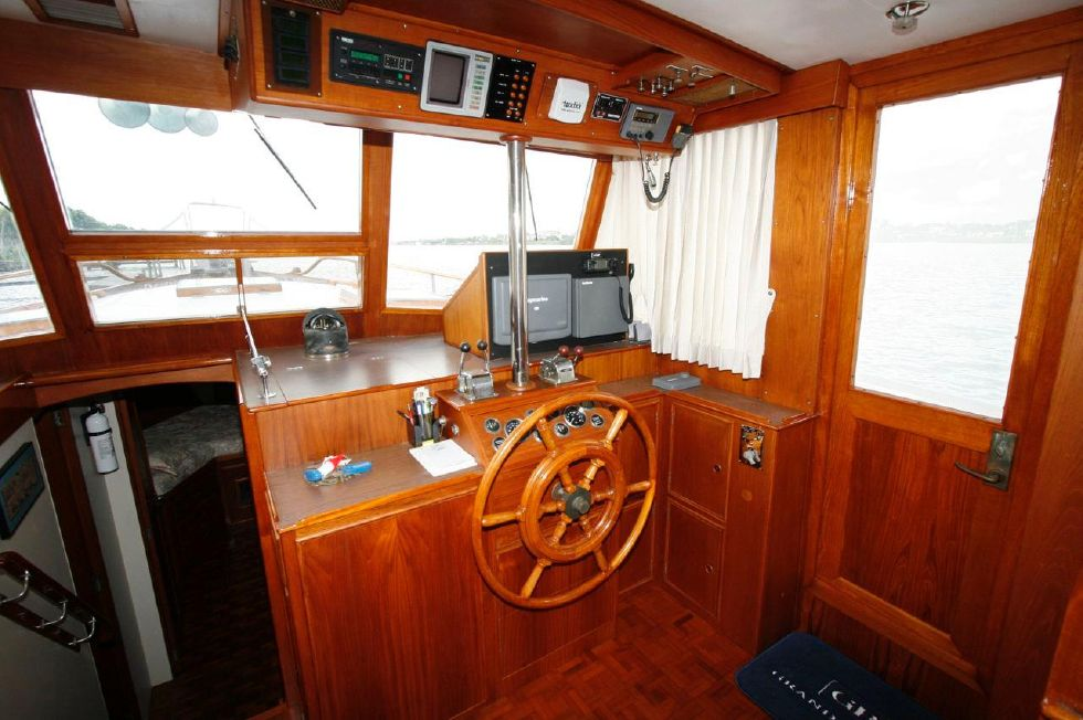 1980 Grand Banks 49 Classic - Lower Helm