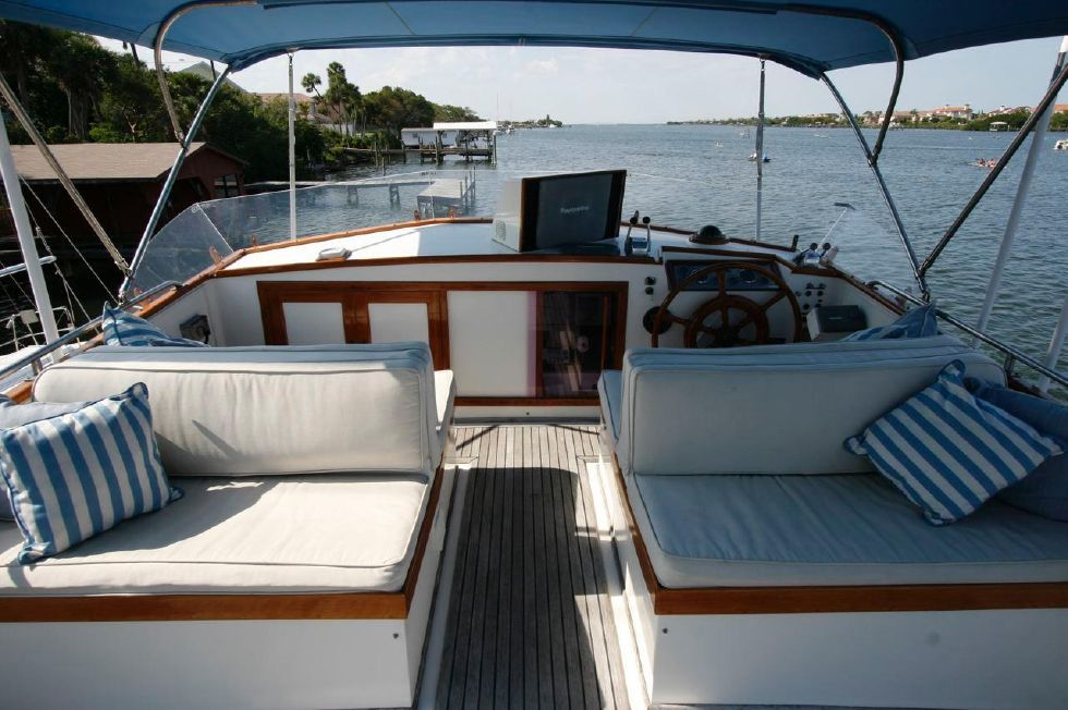 Flybridge with cushions