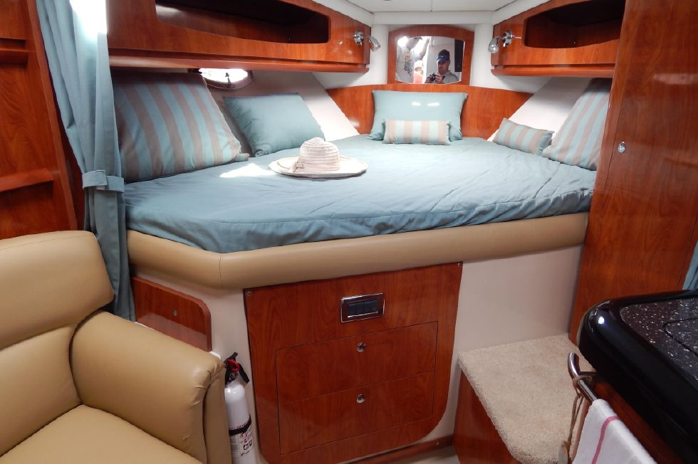 2008 Four Winns 318 Vista - Forward Berth