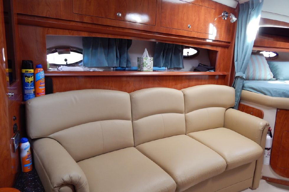 2008 Four Winns 318 Vista - Settee with Overhead Storage