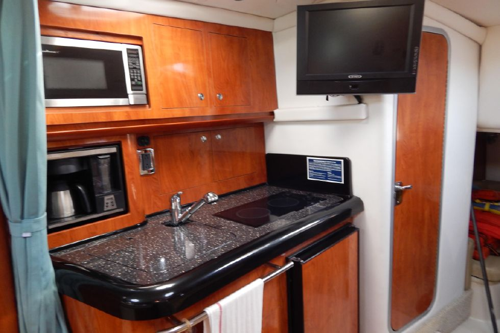 2008 Four Winns 318 Vista - Galley Aft View w/ Head