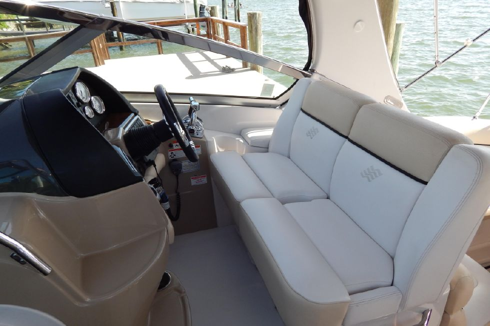 2008 Four Winns 318 Vista - Helm Area