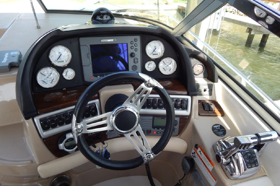 2008 Four Winns 318 Vista - Full Helm Area