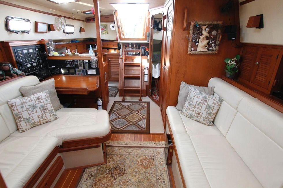 1998 Island Packet 40 - Island Packet 40 Salon looking aft
