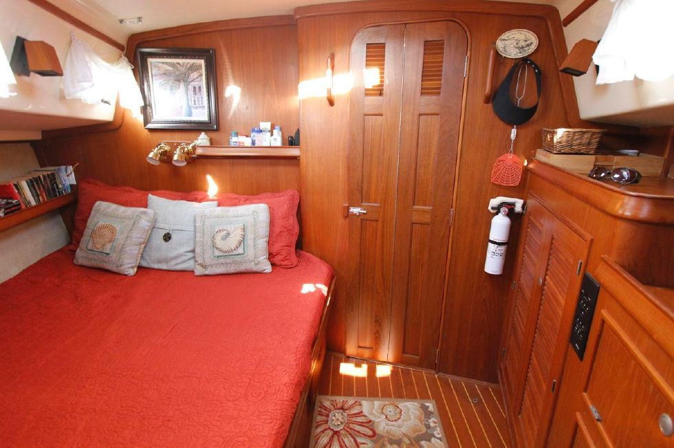 1998 Island Packet 40 - Island Packet 40 Privacy Forward Master