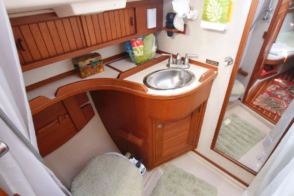 1998 Island Packet 40 - Island Packet 40 Head Mid Ship manual
