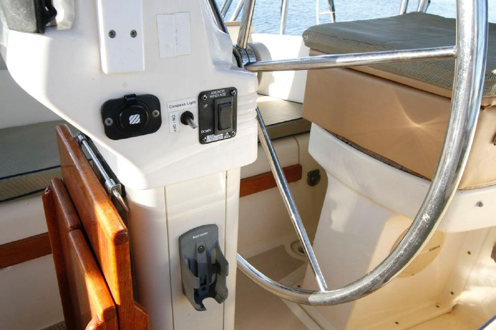 1998 Island Packet 40 - Island Packet 40 Windlass Up n Down control at Helm