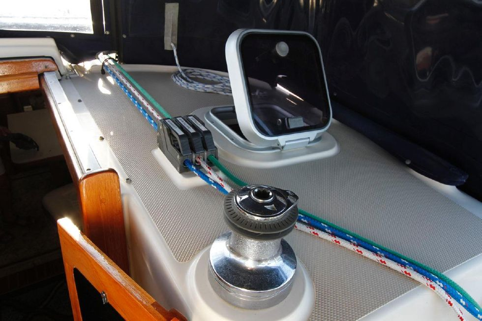 1998 Island Packet 40 - Island Packet 40 ST winch, clutches starboard
