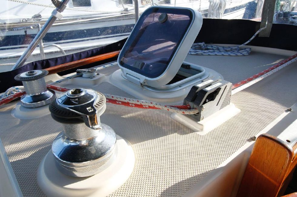 1998 Island Packet 40 - Island Packet 40 ST winch, clutches portside