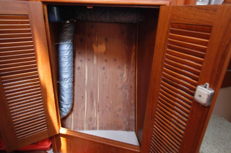1998 Island Packet 40 - Island Packet 40 Cedar Lined Closets