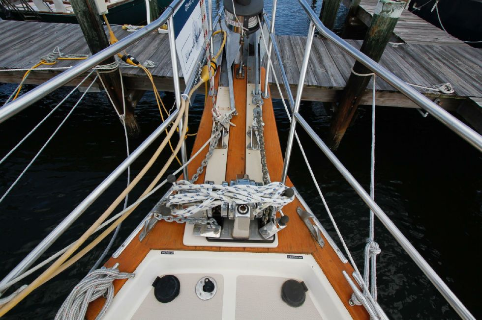 1998 Island Packet 40 - Island Packet 40 Lighthouse Windlass w/Dual Anchor Rollers