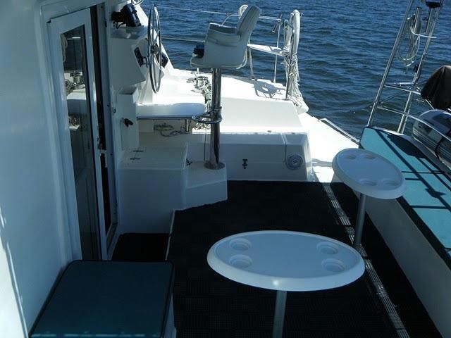 1999 Island Spirit 37 Catamaran - Cockpit and helm stbd side
