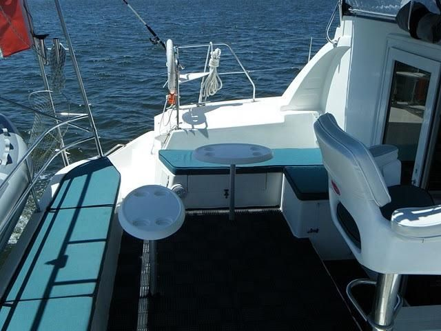 1999 Island Spirit 37 Catamaran - Cockpit port side