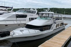 2003 Bluewater Yachts 5800