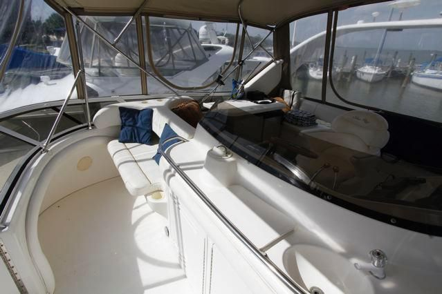 1999 Sea Ray 450 Express Bridge - SEA RAY 450 Express Bridge Forward Helm Seating